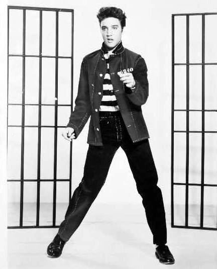 Elvis Presley tijdens promotie voor Jailhouse Rock (1957)